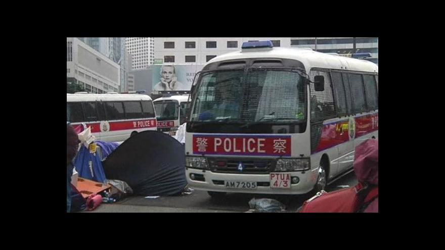 Video Policie pozatýkala hongkongské demonstranty
