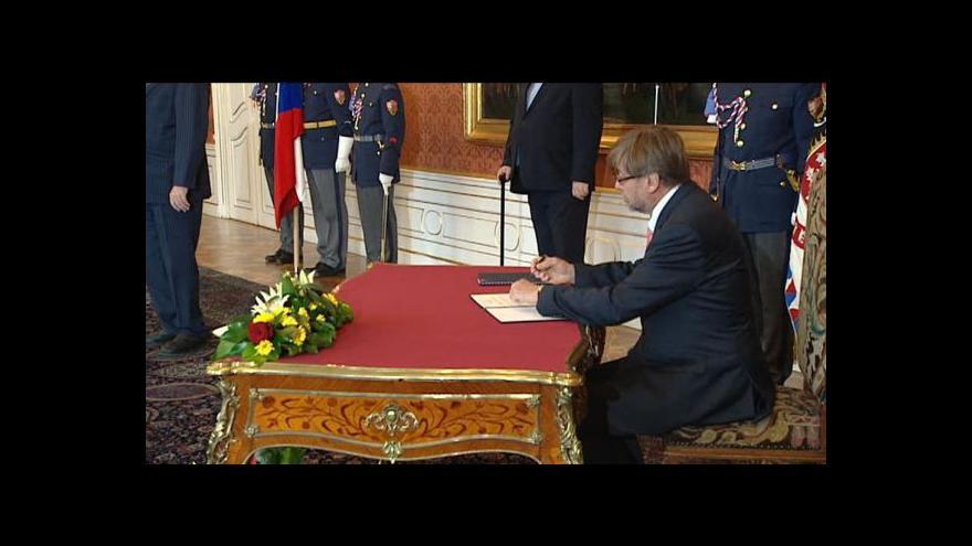Video Zeman jmenoval Uhlíře ústavním soudcem