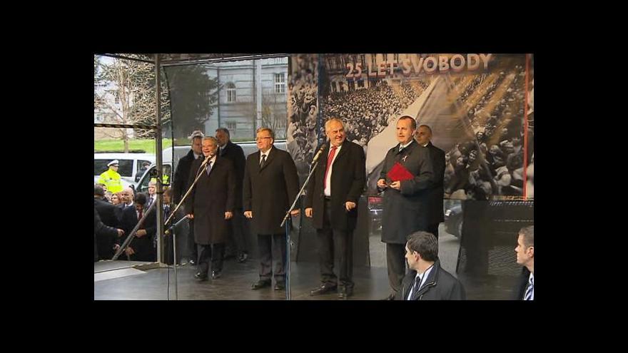 Video Zeman před pískajícím davem: Nebojím se vás