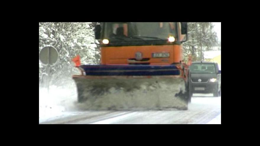 Video Silničáři by mohli využívat posypovou sůl