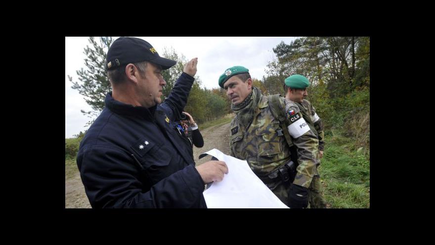 Video Armáda pošle do Vrbětic víc vojáků i mobilní velitelství