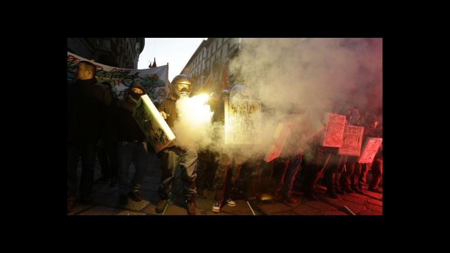 Video Revoluční představení v La Scale i jejím okolí
