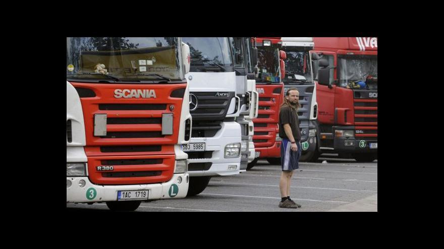 Video Dopravci omezují zakázky kvůli nedostatku řidičů
