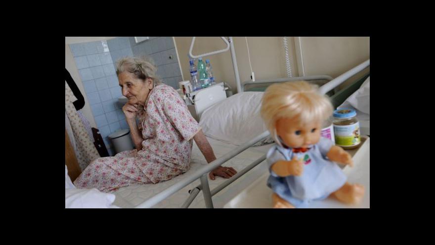 Video Léčebny prý nemají peníze na růst platů