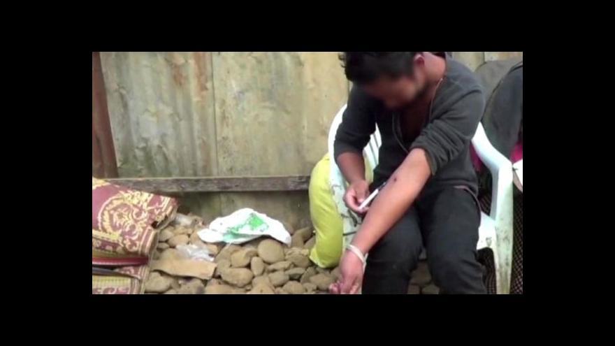 Video Obyvatelé Barmy bojují se závislostí na heroinu