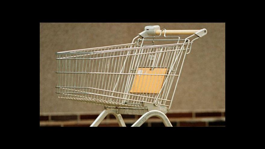 Video V supermarketech se nekrade jen zboží, ale i vozíky
