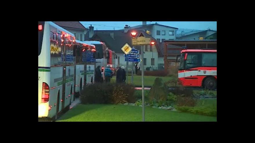 Video Události: Část evakuovaných z okolí muničního skladu se vrátila domů