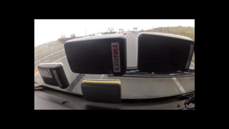 Video Kabina je plná mýtných jednotek