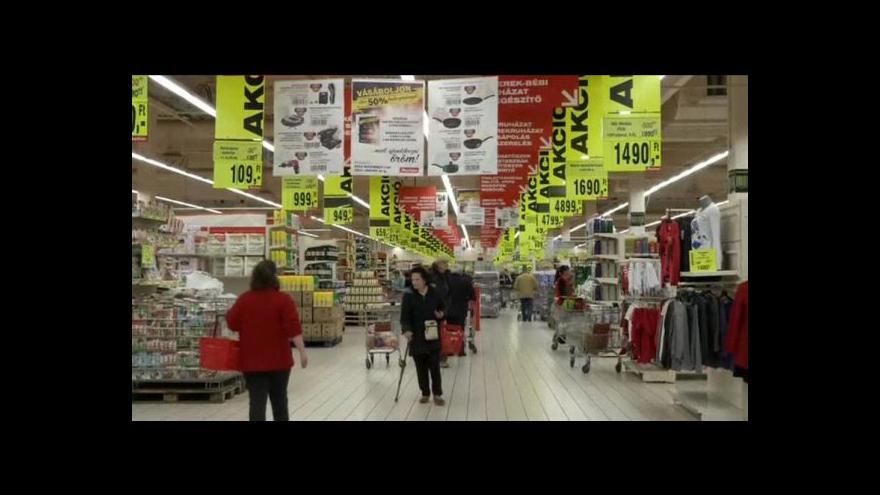 Video Maďarsku se nelíbí hospodaření zahraničních řetězců