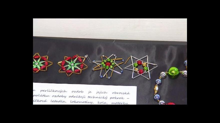 Video Perličky z Poniklé zdobí stromky i semilské muzeum