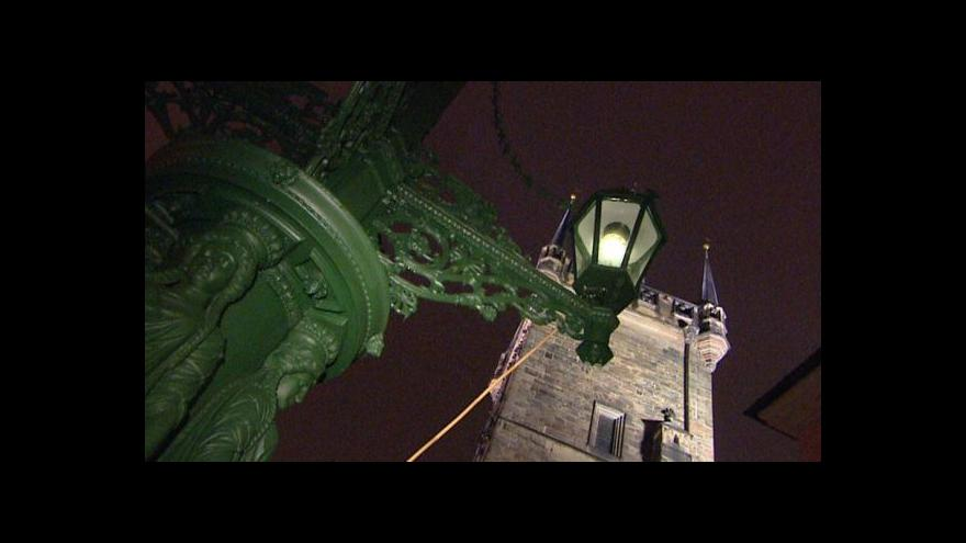 Video Plynové osvětlení na opraveném kandelábru pod Karlovým mostem