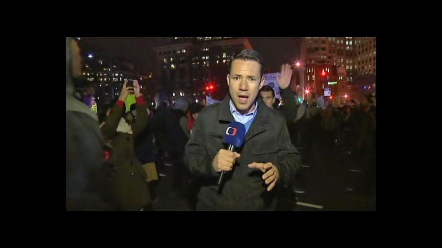 Video Druhou noc pokračovaly v USA protesty proti chování policie vůči černochům
