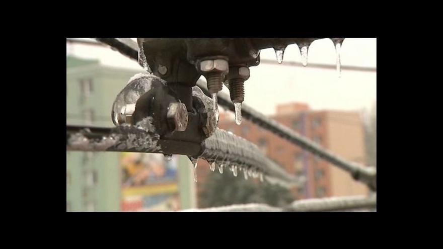 Video Olomouc bojuje s námrazou na trolejích