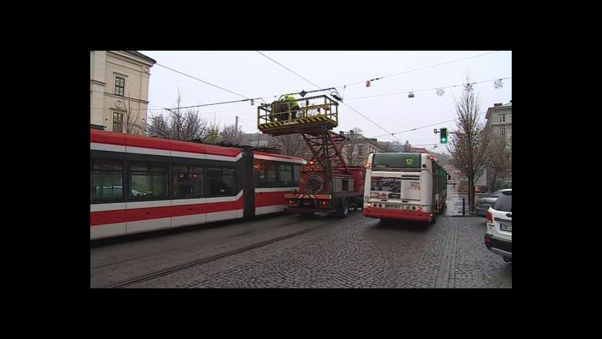 Video NO COMMENT: V Brně kvůli námraze na trolejích zkolabovala hromadná doprava