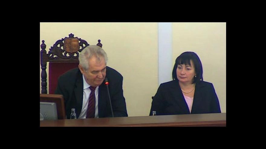 Video Zeman kritizuje poslance za liknavost při zvyšování platů