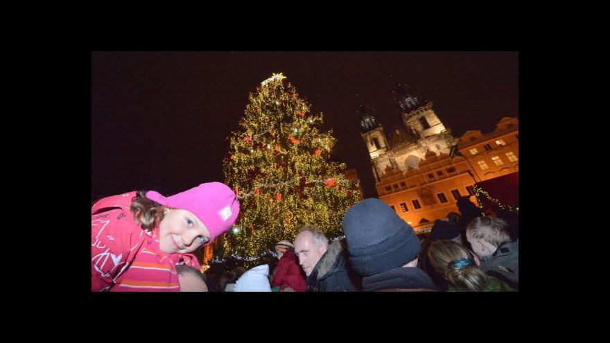 Video Jak se rozsvítil vánoční strom v Praze