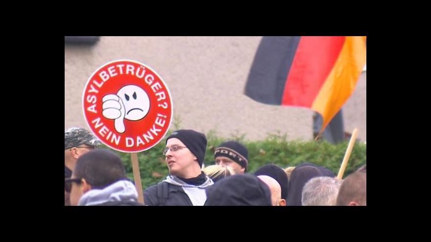 Video Žadatelů o azyl v Německu přibývá. Množí se protesty
