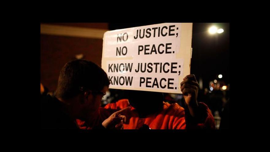 Video Podívejte se: Střelba a požáry ovládly ulice Fergusonu