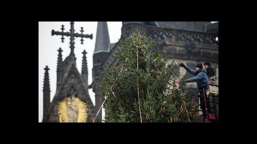 Video V 72 letech se stal vánočním symbolem centra Prahy