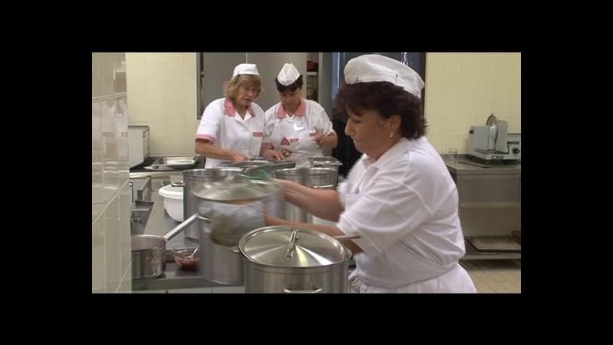 Video Franc: Jídelny se liší nejen v čase, ale také školu od školy