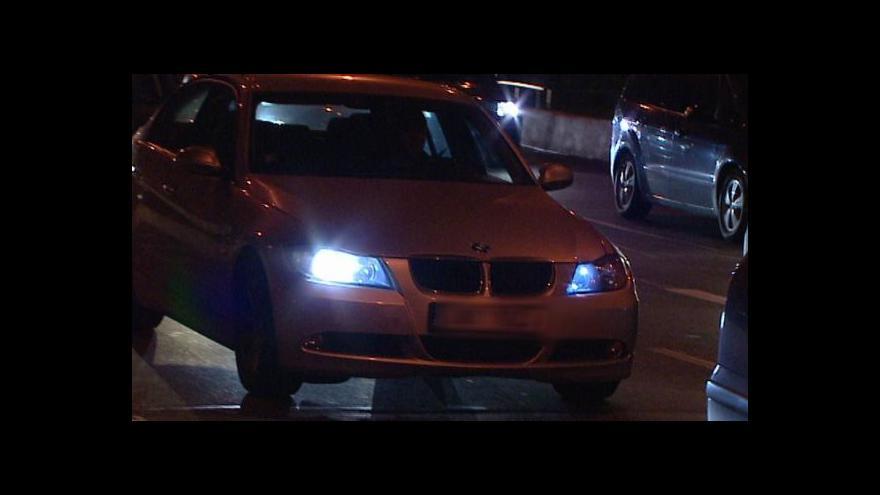 Video O světla se špatně stará každý pátý řidič