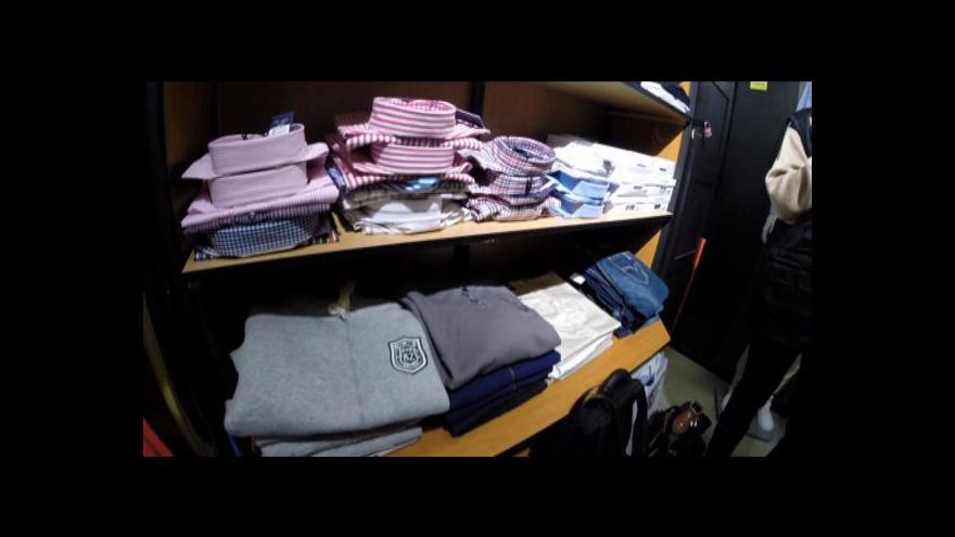 Video Na padělky značkového oblečení můžete narazit i v butiku