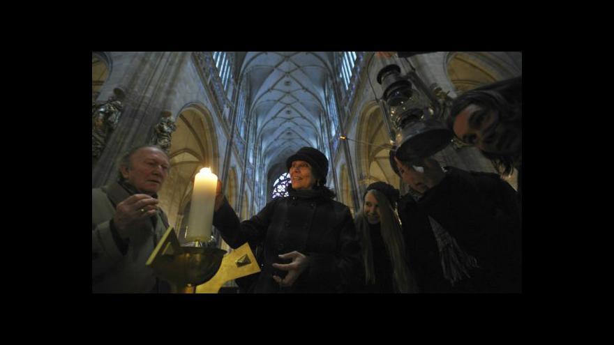 Video Ve Svatovítské katedrále mají vyhřívané lavice