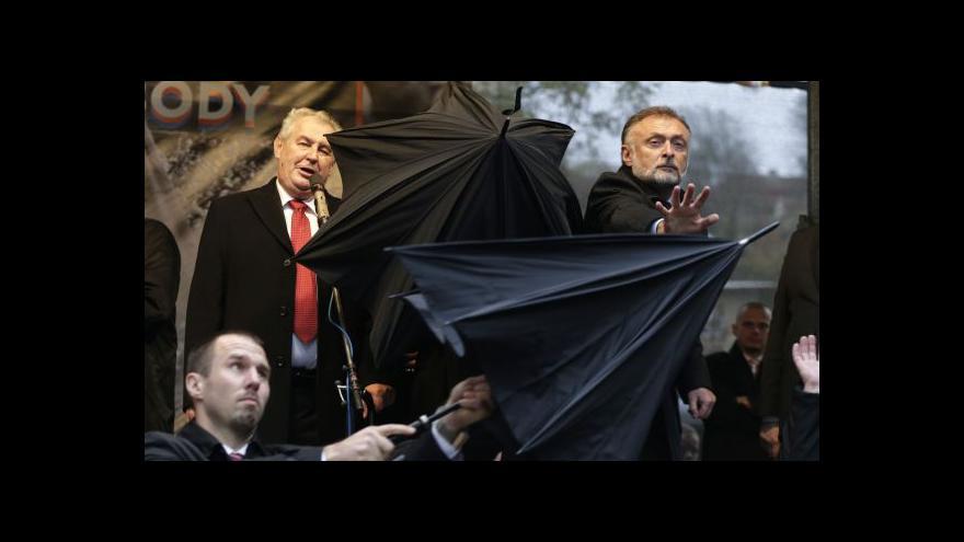 Video Reakce politiků na protesty vůči Zemanovi
