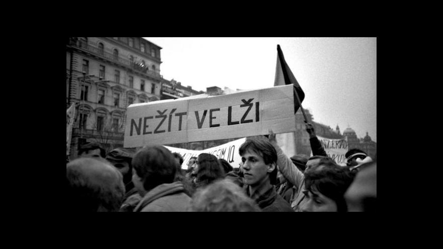 Video Historik Petr Blažek o demonstraci na Václavském náměstí