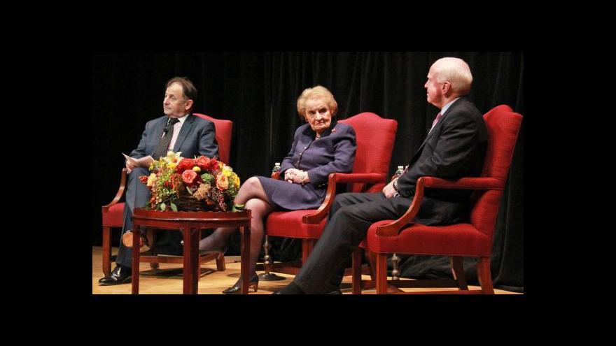 Video McCain je znepokojen Zemanovými výroky