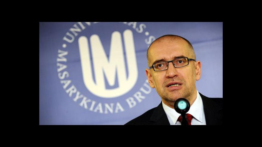 Video Rektor MUNI: Stát by se do profesur neměl plést