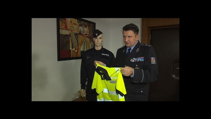 Video Policie chystá nové uniformy - pohodlnější i nepromokavé