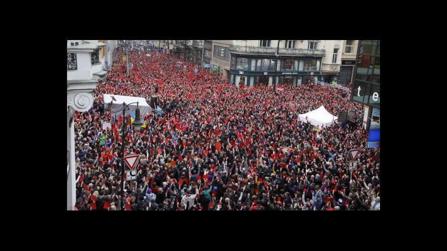 Video Události: Bouřlivé protesty proti prezidentovi