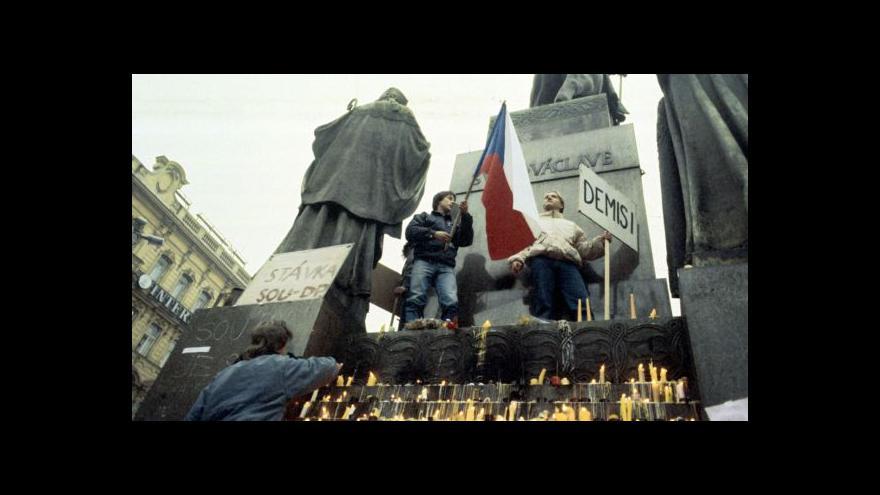 Video Historik: Pro úspěch revoluce bylo klíčové spojení studentů s divadelníky