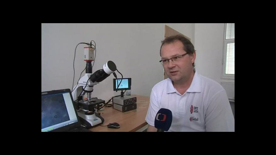Video O principu tažného paprsku hovoří vědec Pavel Zemánek
