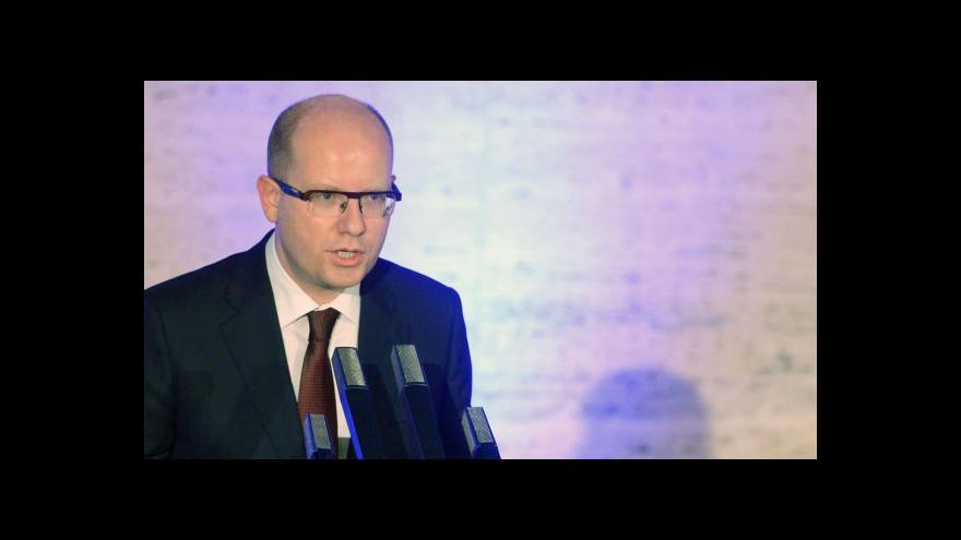 Video Sobotka: Demokracie je v krizi, lidé nemají o politiku zájem