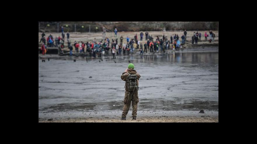 Video Z Máchova jezera dnes rybáři vylovili tuny ryb