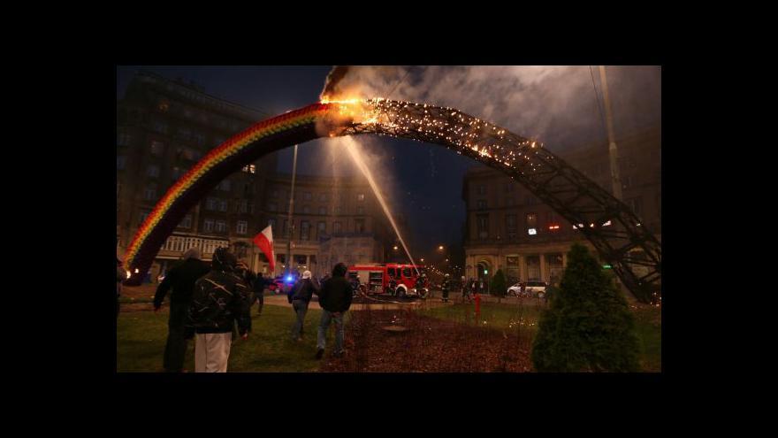 Video Radikálové chtěli varšavskou Duhu zapálit i letos