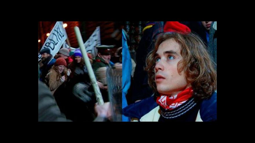 Video Jak viděl Listopad 1989 režisér Gary Griffin