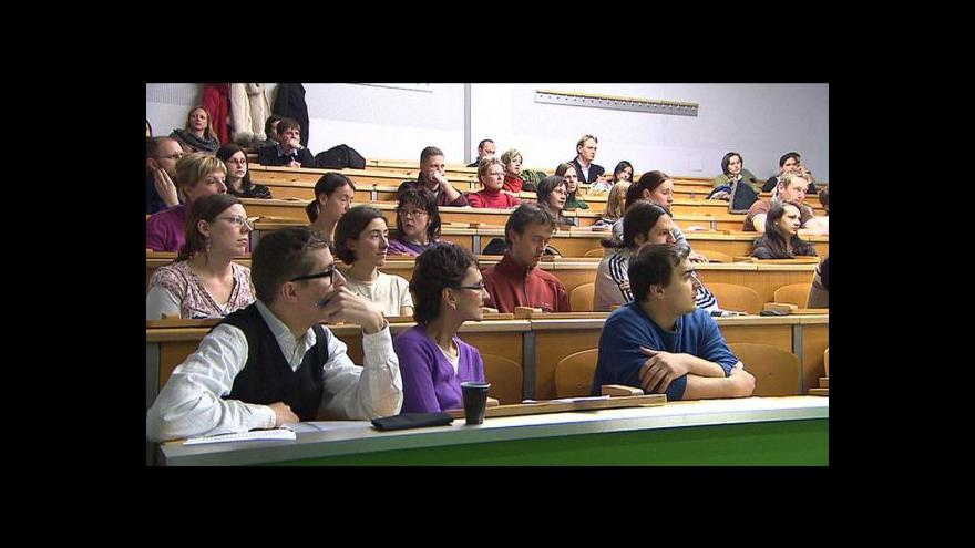 Video Vysokoškoláků ubylo, přichází slabé porevoluční ročníky