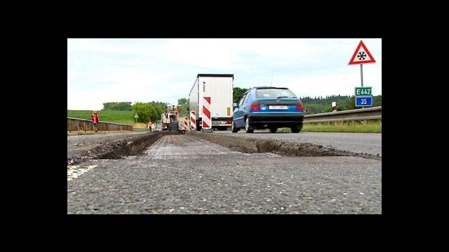 Video Události: Vláda dá krajům peníze na opravu silnic