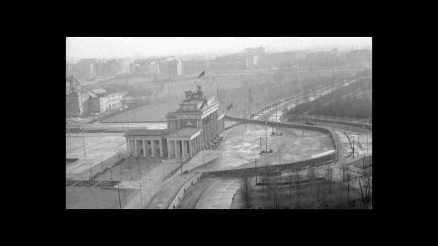 Video K pádu Berlínské zdi přispělo i protirežimní vysílání