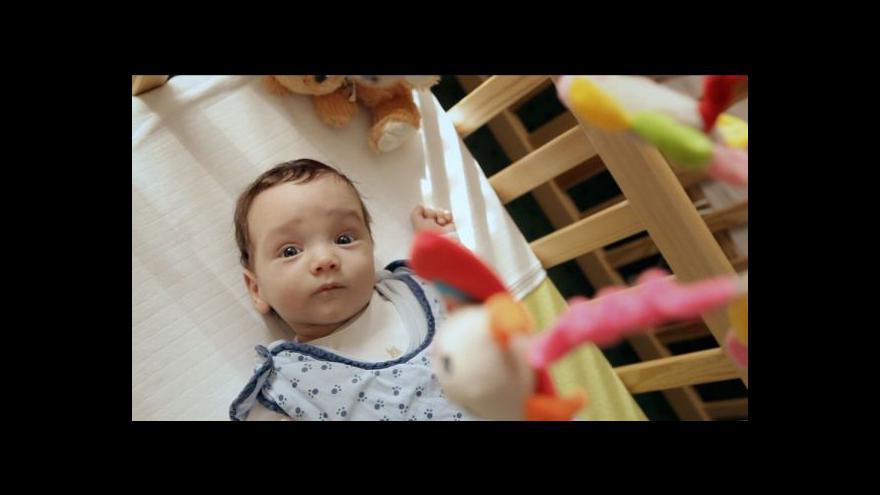 Video Alice Nellis: O pozitivních zkušenostech s adopcí se příliš nemluví