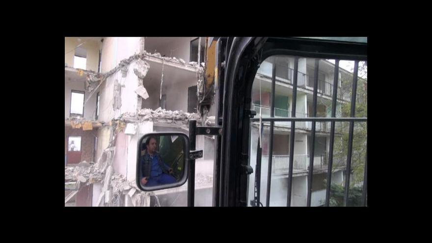 Video Demolice paneláku v Obrnicích