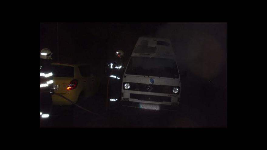 Video V Brně-Bystrci hořela auta