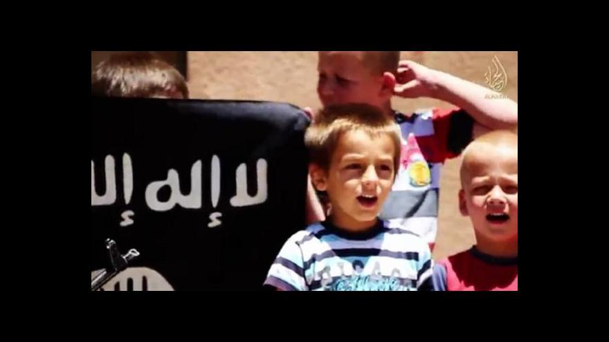 Video Islámský stát učí děti střílet bezvěrce