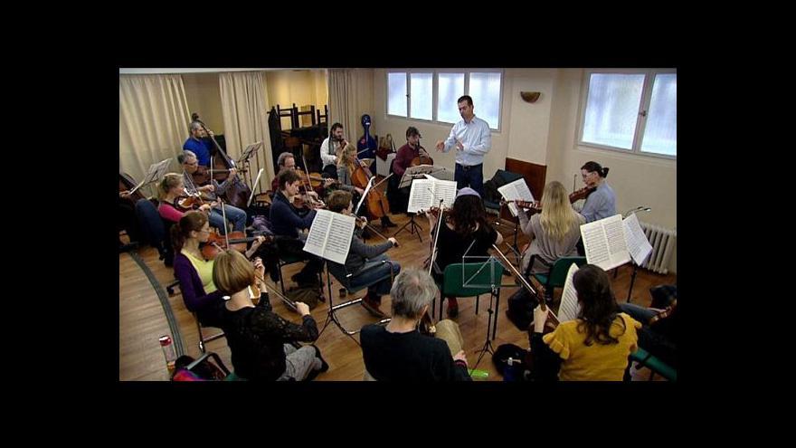 Video Ensemble Inégal uvede v české premiéře Glassovu symfonii