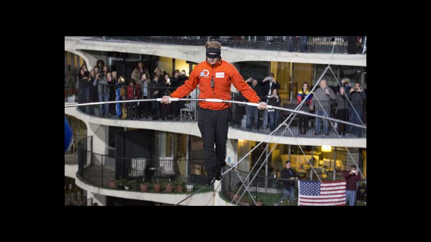 Video Provazochodec zvládl přejít mezi mrakodrapy v 200metrové výšce