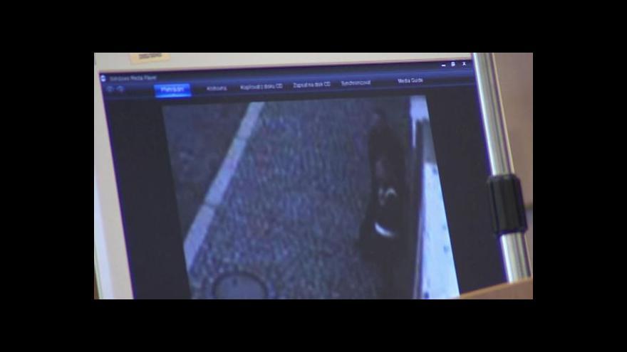 Video Soud zkoumá video, aby zjistil, kdo koho urazil