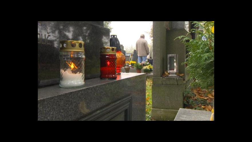 Video Z hrobů mizí výzdoba, někteří zloději ji prodávají znovu